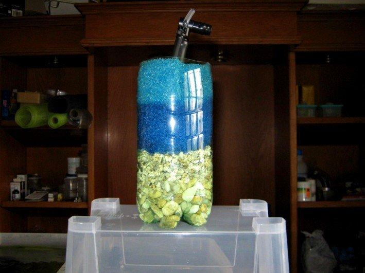 Filtro ad aria fai da te ricavato dentro una bottiglia di plastica
